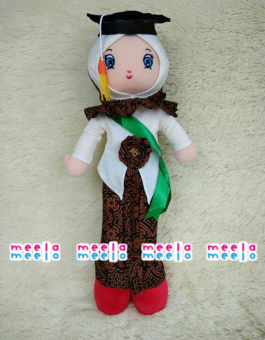 Meela Meelo Boneka Muslimah Wisuda
