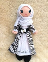 Boneka Muslimah Meela Meelo Black and White in Casual Style