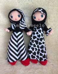 Boneka Muslimah Lucu in Black and White Casual Dress