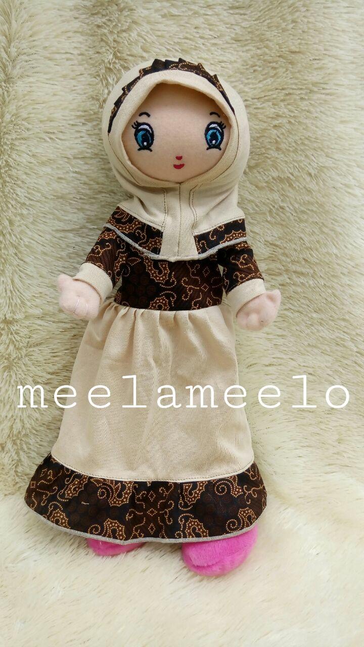 Boneka Muslimah Elegan in Cream Kado Ulang Tahun Anak