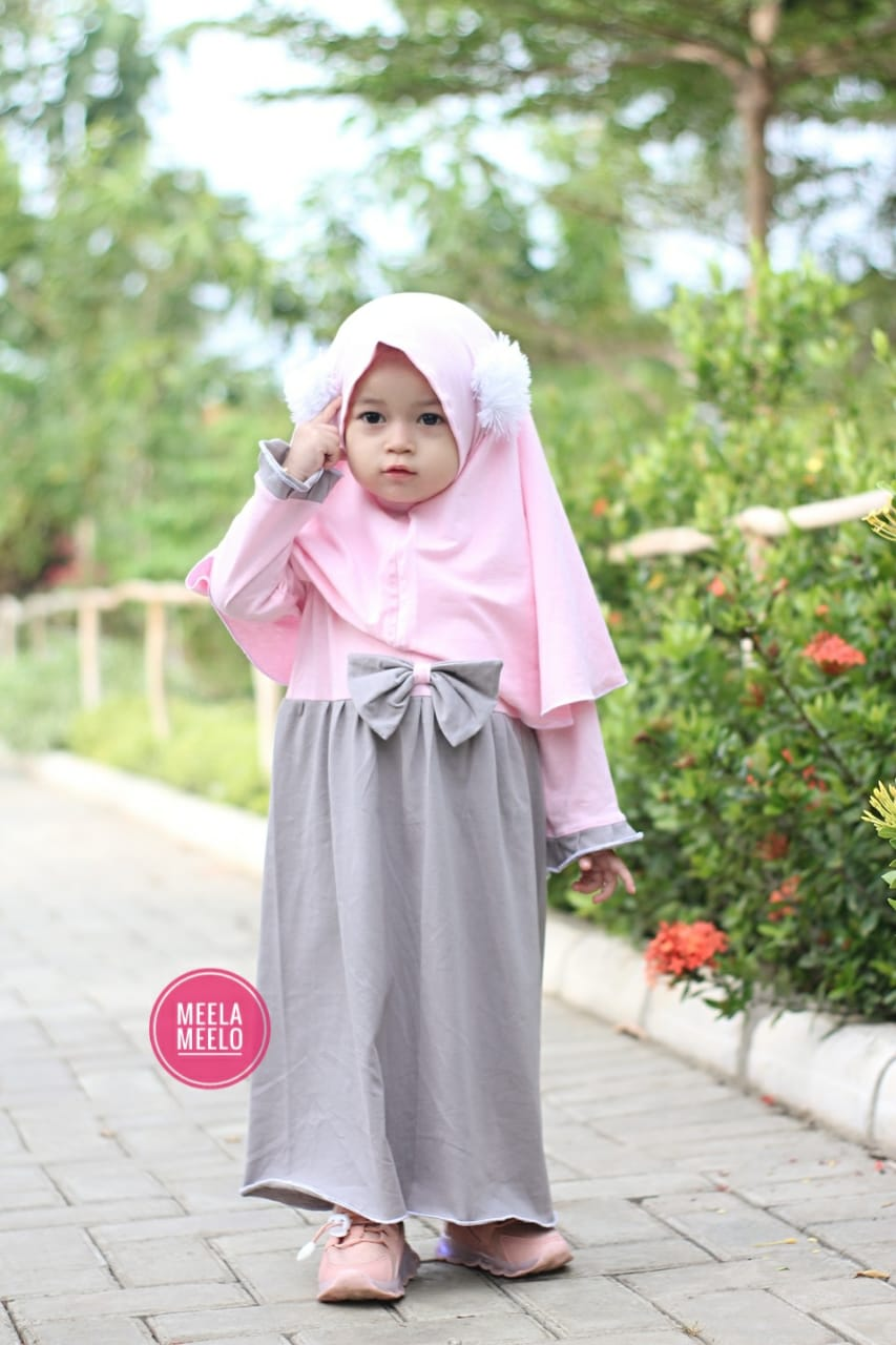 Gamis Pompi in Grey and Light Pink