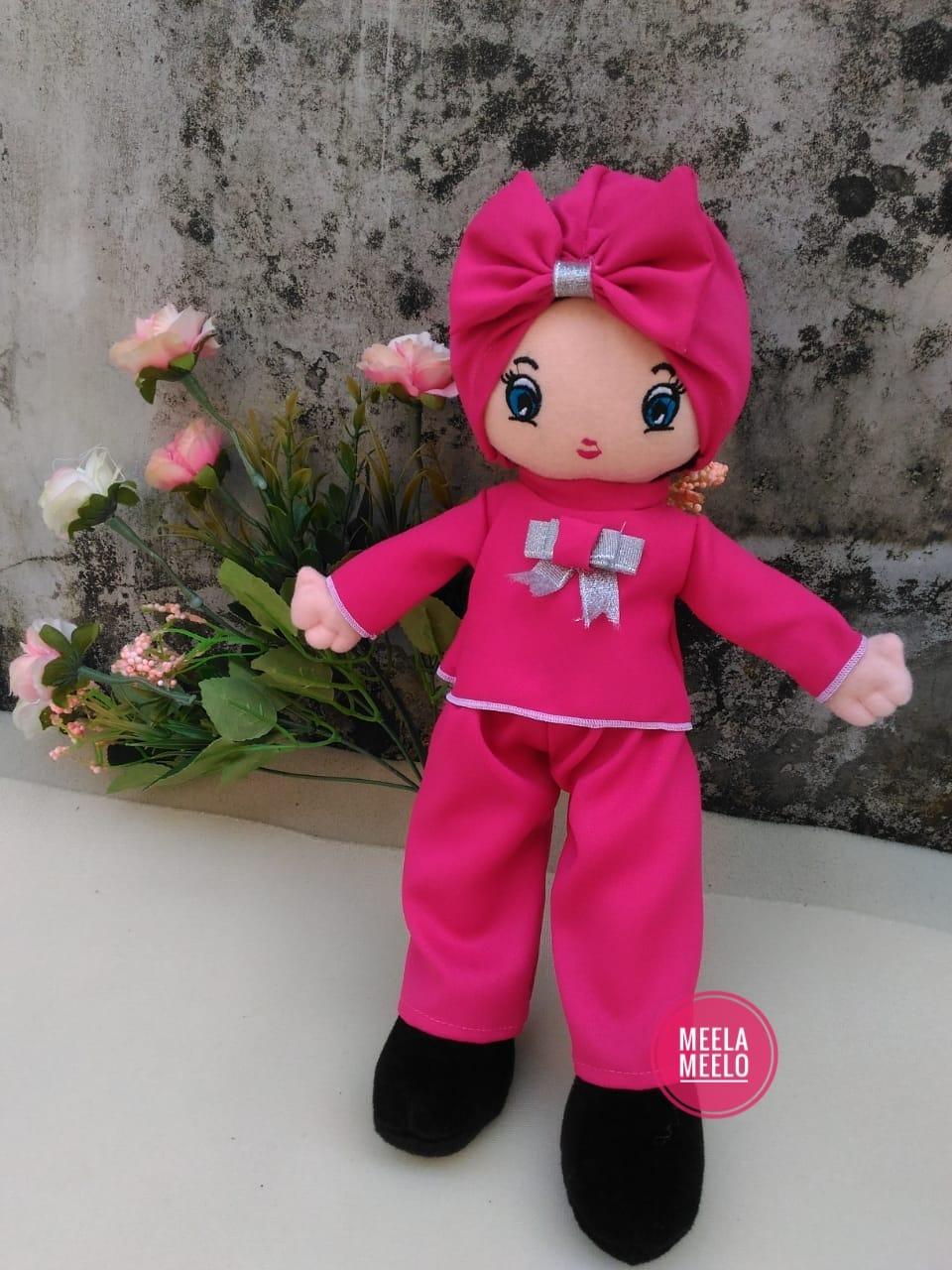 Boneka Muslimah Meelo in Pink Kulot