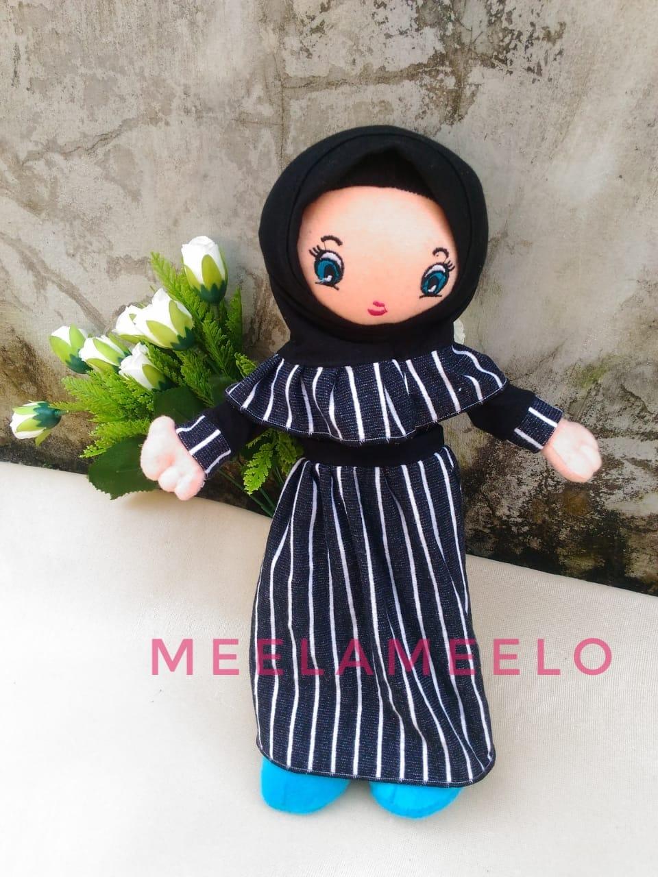 Boneka Muslimah Line Dress Salur in Black and White