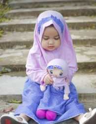 Set Couple Gamis dan Boneka Anak Muslimah