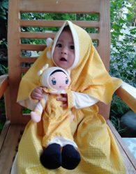 Paket Hemat Gamis Anak dan Boneka Muslimah Yellow